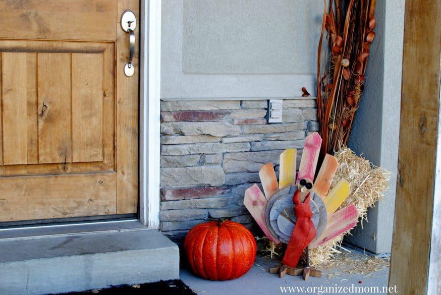 upcycle-palette-decor-thanksgiving-turkey