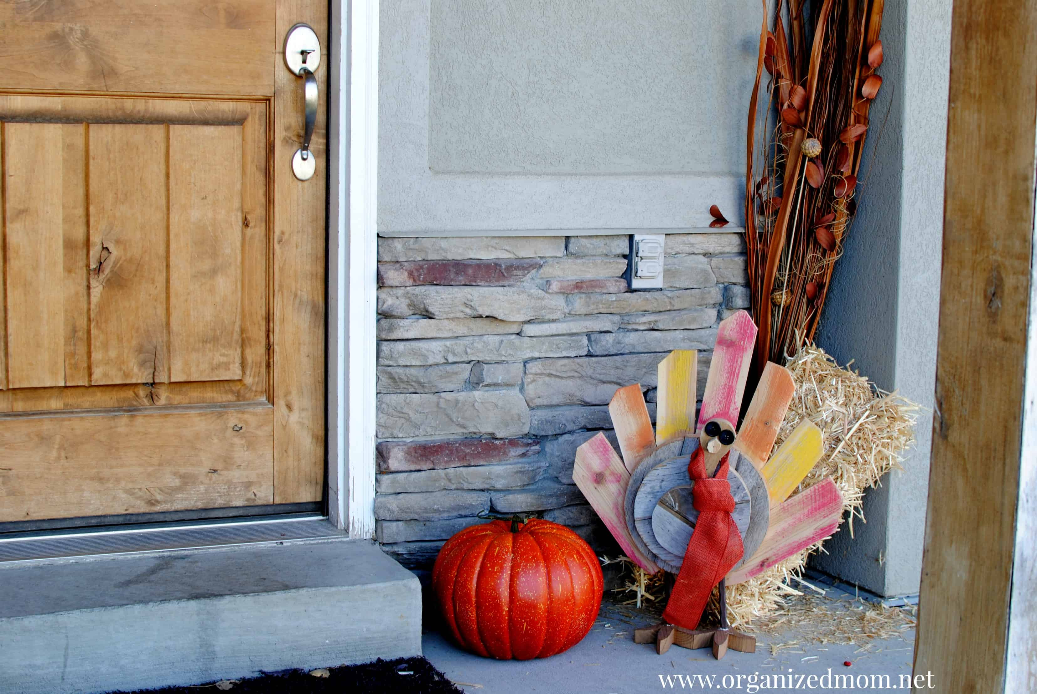 Thanksgiving turkey decor - Upcycle Palette Decor Thanksgiving Turkey