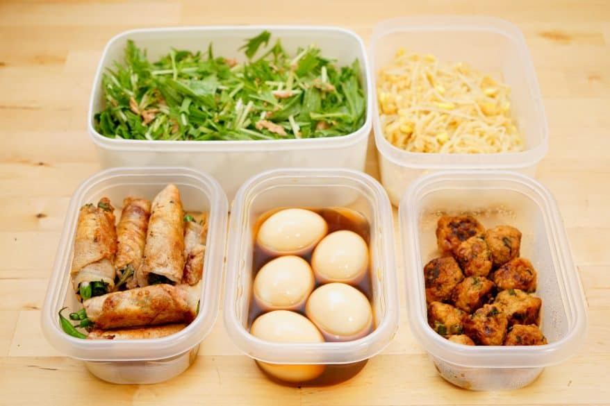 / store foods for lunch box in refrigerator