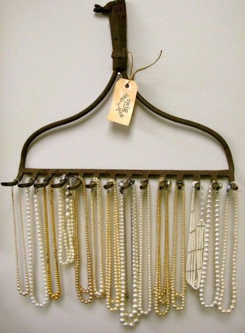 rake-necklace-holder3