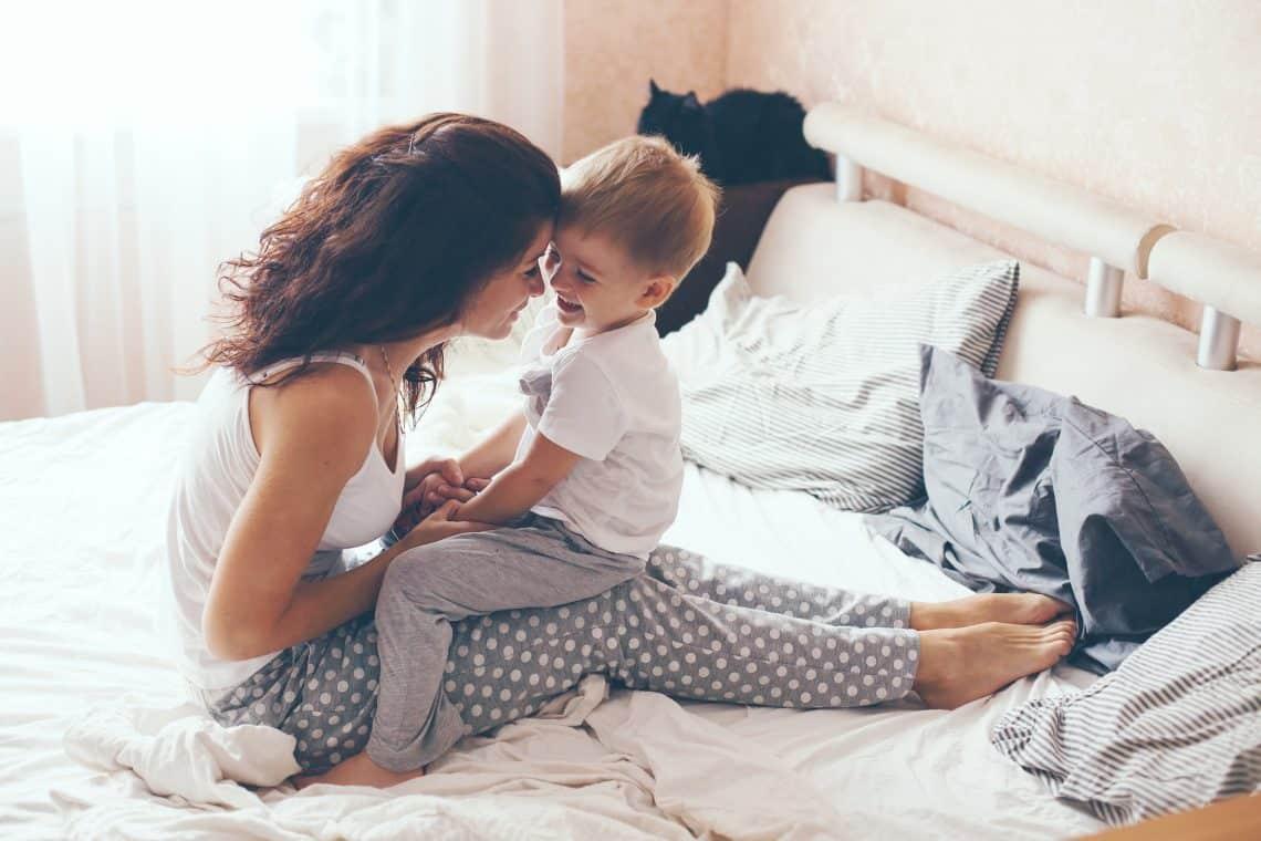 Секс мымы с сыном фото, Регулярный инцент матери и сына (28 фото) 27 фотография