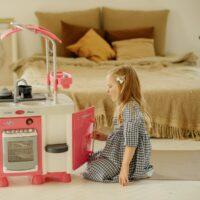 play-kitchen-girl