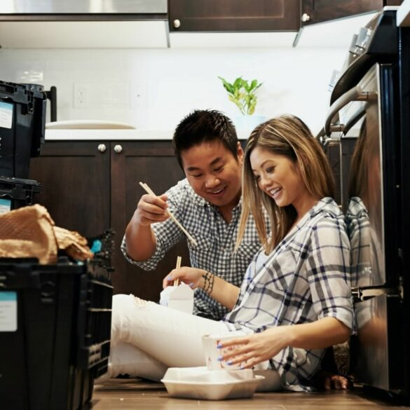 couple eating on the kitchen floor; organize the kitchen in your new home